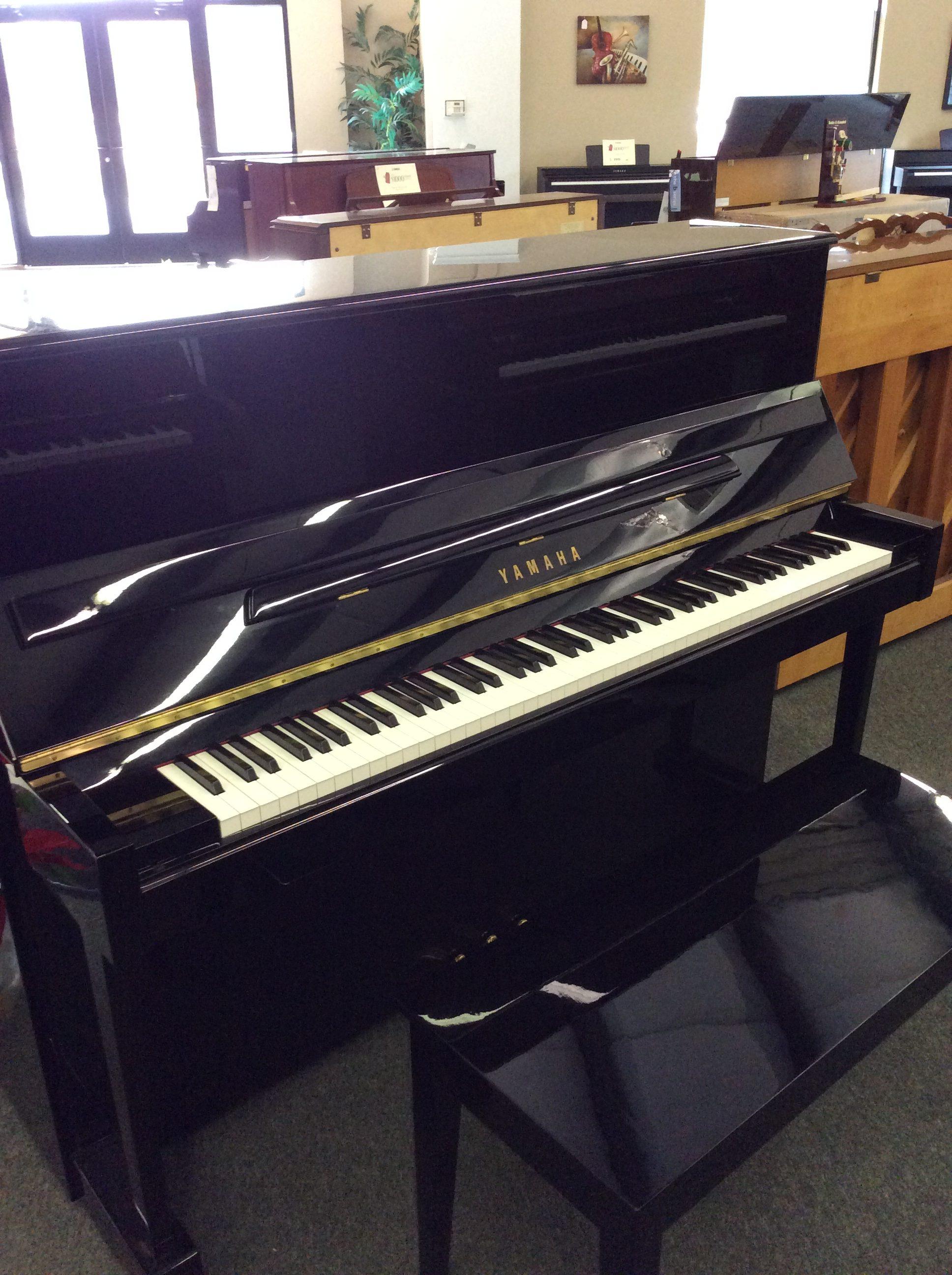 Yamaha T118 pro upright piano